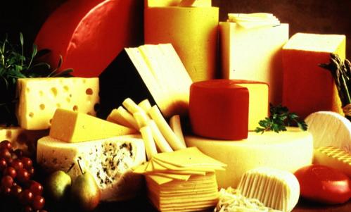 Лангр - французский сыр из коровьего молока с резким запахом и острым вкусом.